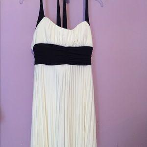 Dresses & Skirts - Teen girls party dress